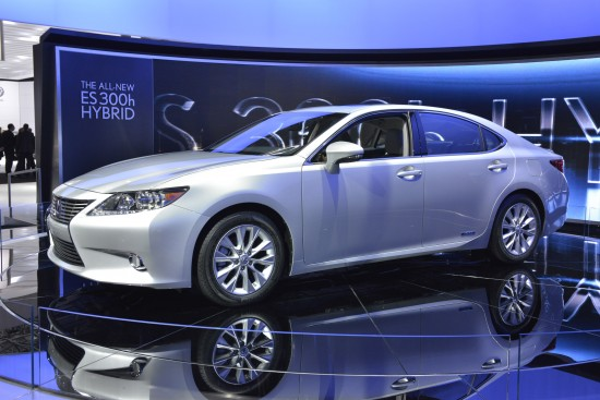 lexus-es-300h-hybrid-new-york-2012-03