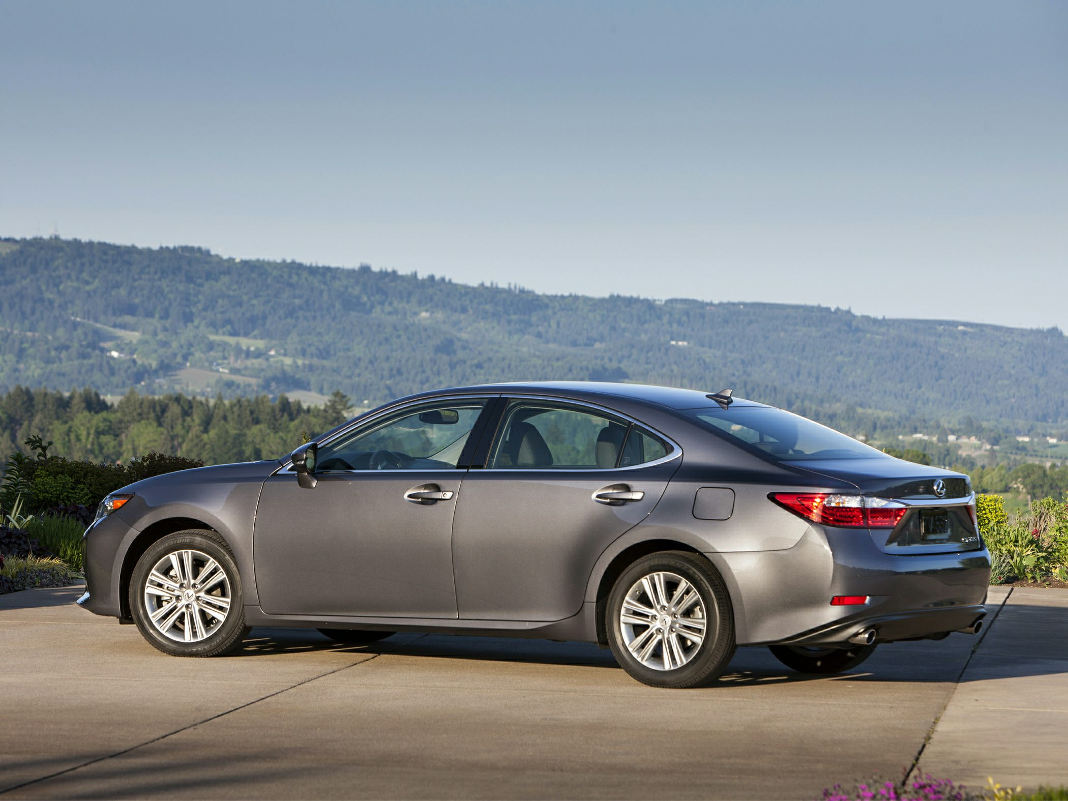 2014-Lexus-ES-350-Sedan-Base-4dr-Sedan-Exterior-1