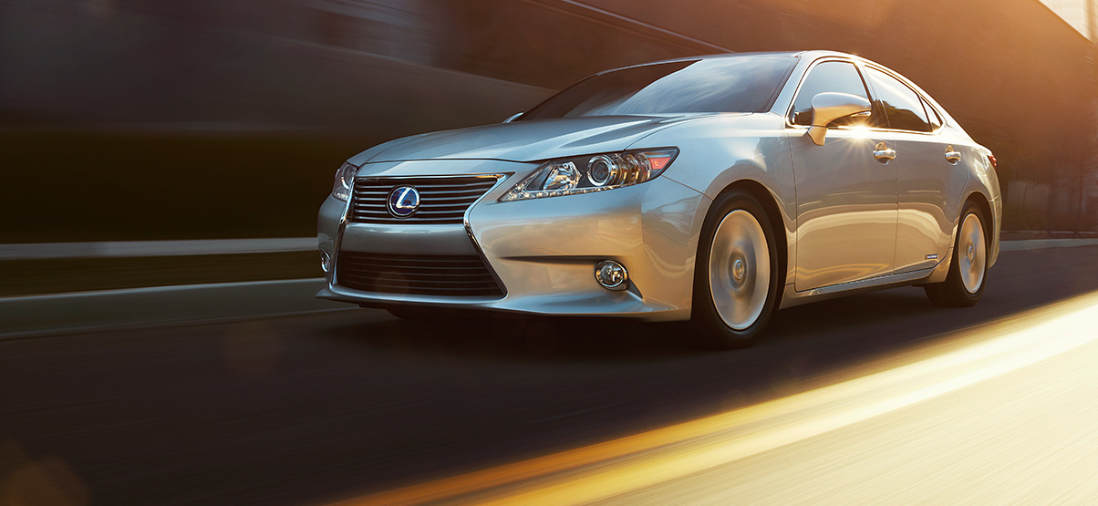 2015 Lexus ES 300h Model Style Overview 1204x555