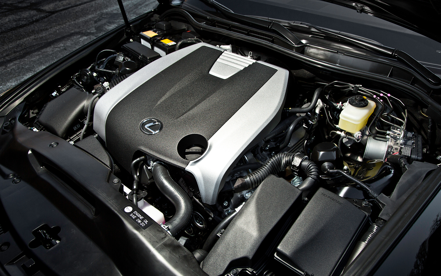2014-Lexus-IS-350-Sport-engine1